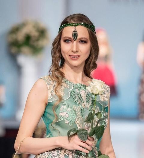 Модель и актриса Альмира