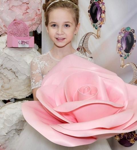 Мир моды меня привлекает, как и любую девочку, своим блеском и красотой