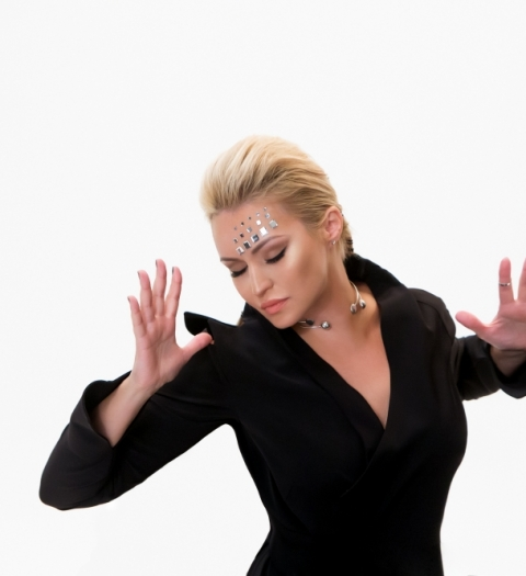 Певица Катя Лель стала супервумэн