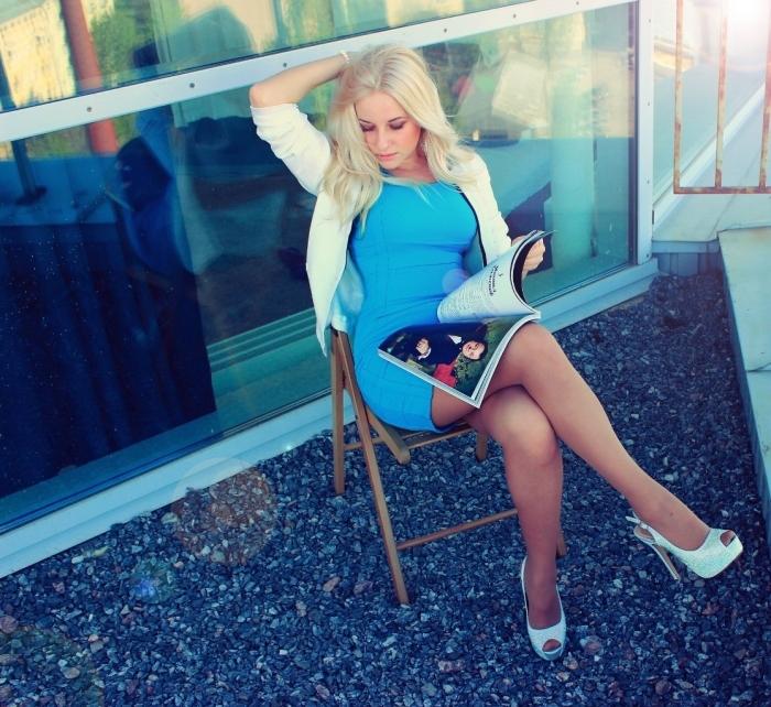 Блондинка на высоких шпильках